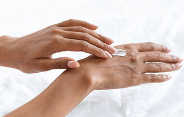 How To Treat Hand Eczema And Dry Hands La Roche Posay